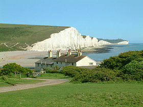 Seven_Sisters_cliffs_and_the_coastguard_cottages,_from_Seaford_Head_showing_Cuckmere_Haven_(looking_east_-_2003-05-26)